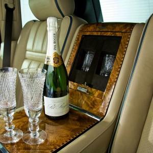 429838_champagne_cups_luxurious_car_shampanskoe_kubki_lyu_3000x1992_(www.GdeFon.ru)