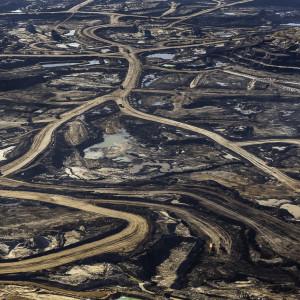 tar-sands-mining-photo-by-garth-lenz